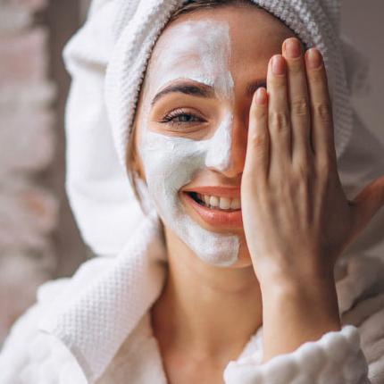 Kako izbeći sušenje i pucanje kože tokom hladnijih dana?